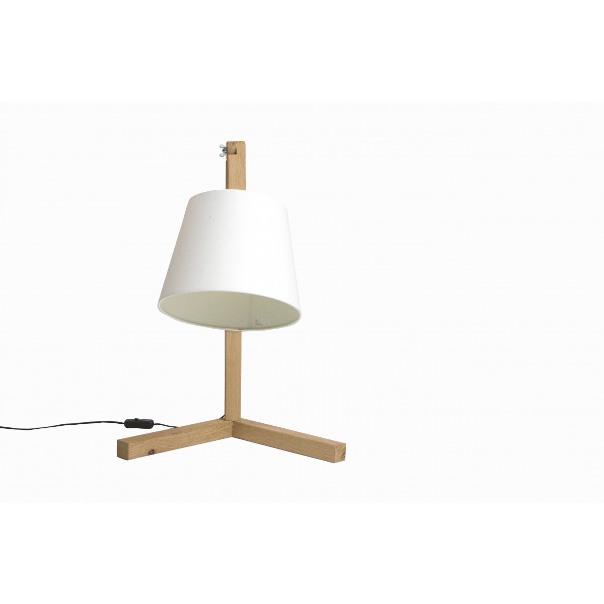 Lampe sur pied design scandinave en bois oud s sign e bellila for Lampe a pied design
