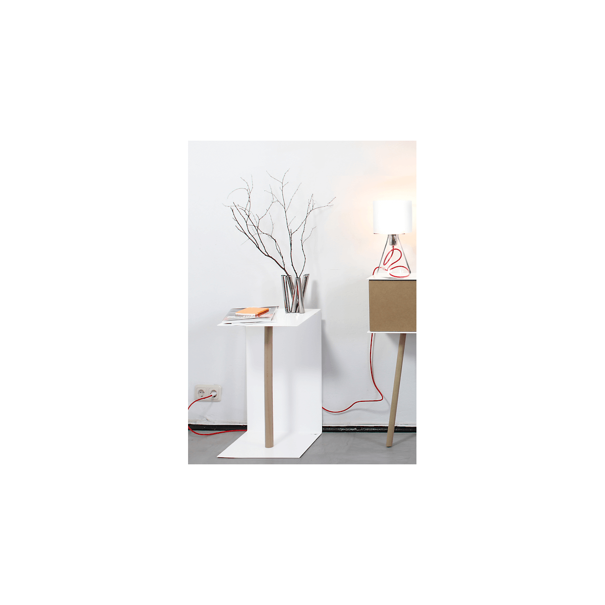 petite table basse moderne et design en acier blanc et. Black Bedroom Furniture Sets. Home Design Ideas