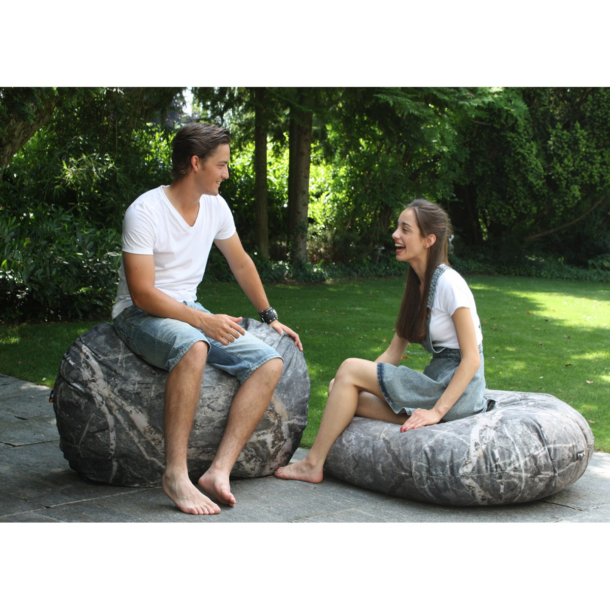 Pouf design marbre effet pierre merowings for Sol exterieur design