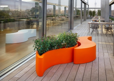 JARDINIERE EN POLYETHYLENE 13 COULEURS DESIGN GIO COLONNA ROMANO - WAVE POT PAR SLIDE