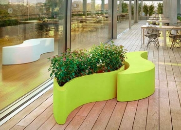 JARDINIERE OU BANC EN POLYETHYLENE 13 COULEURS DESIGN GIO COLONNA ROMANO - WAVE POT PAR SLIDE