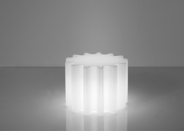 TABLE OU POUF LUMINEUX FACON ROUAGE EN POLYETHYLENE - GEAR PAR SLIDE
