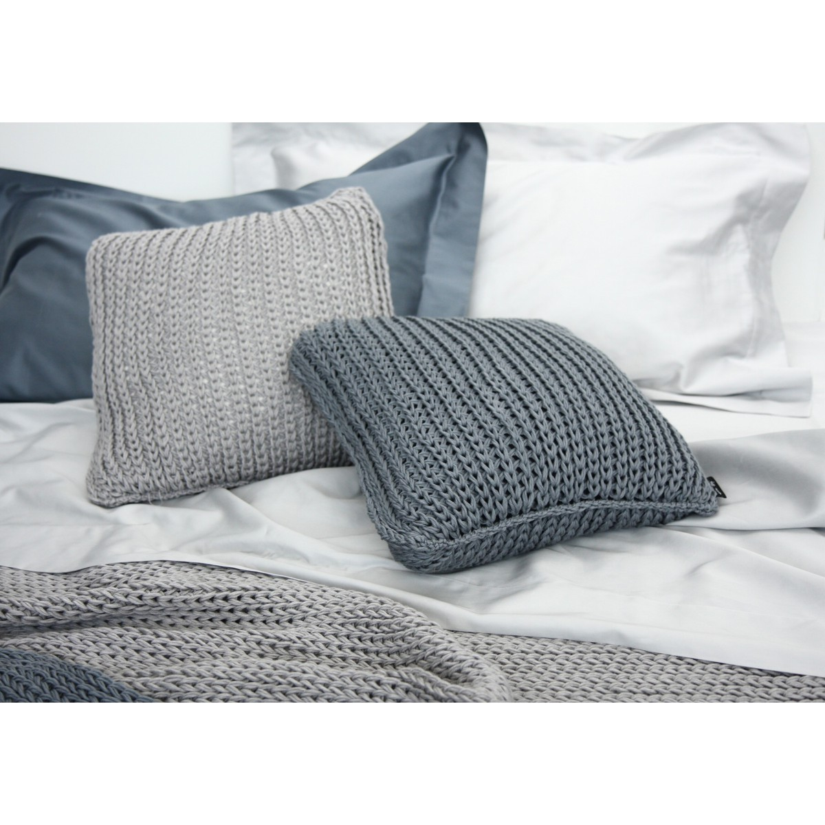 coussin en laine douce maille tricot natural tricot poemo design. Black Bedroom Furniture Sets. Home Design Ideas