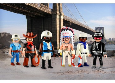 "DECORATION EDITION LIMITEE ""VILLAGE PEOPLE"" PAR RICHARD UNGLIK"