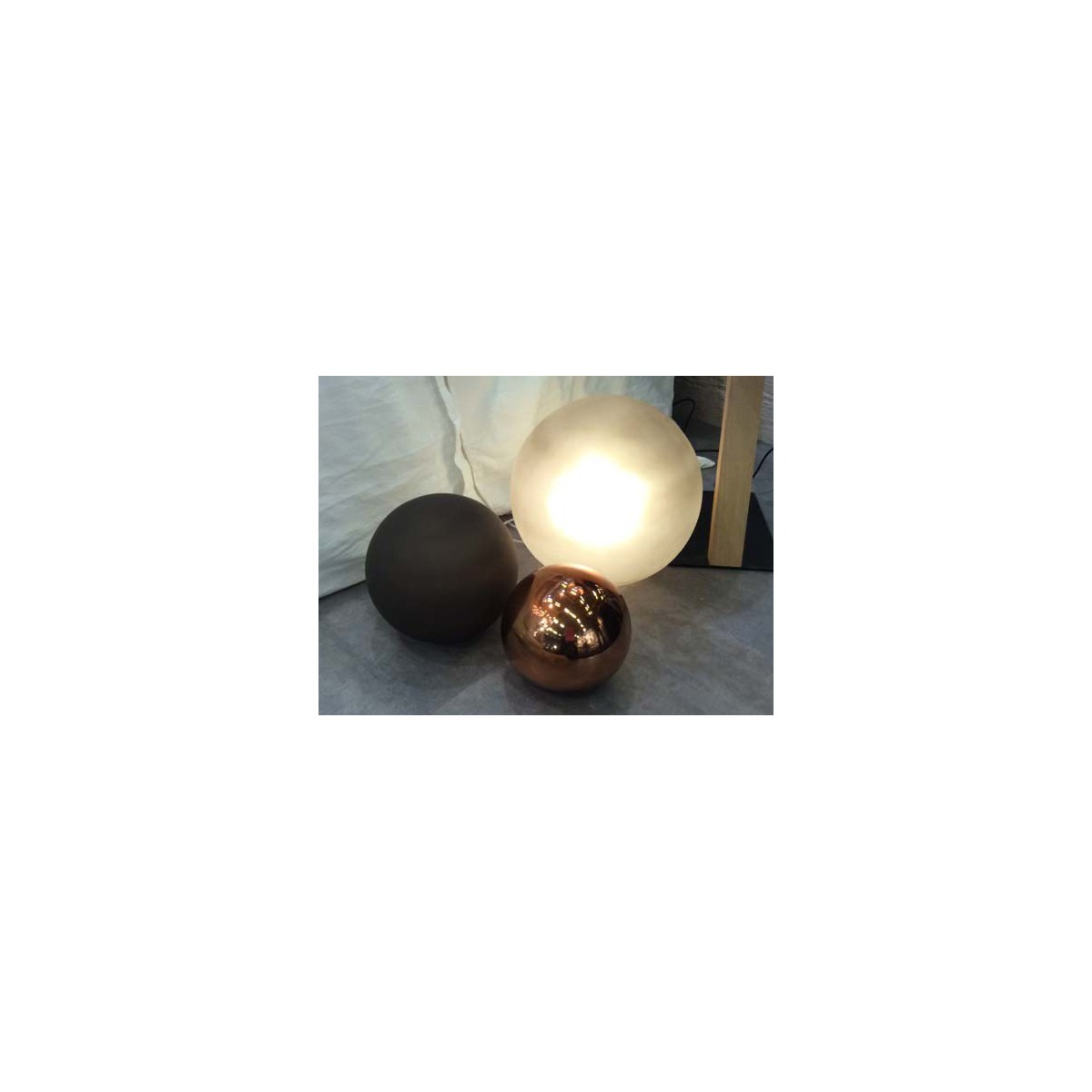 lampe d 39 ambiance boule en verre souffl par angel des montagnes. Black Bedroom Furniture Sets. Home Design Ideas