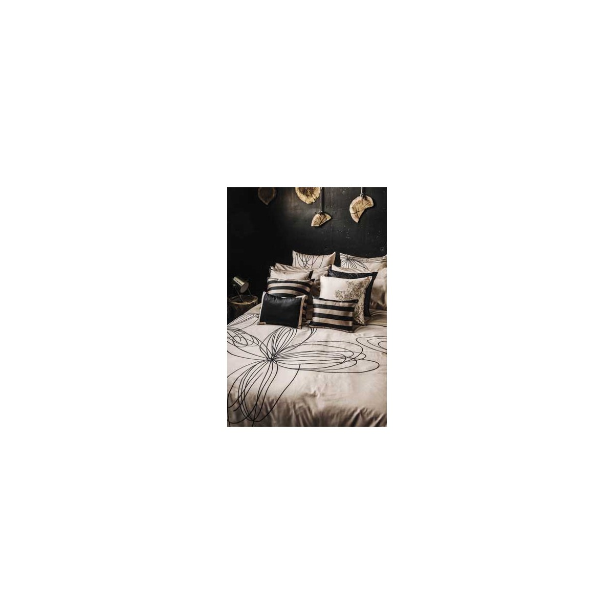 housse de couette motif floral beige et noir p tales home. Black Bedroom Furniture Sets. Home Design Ideas