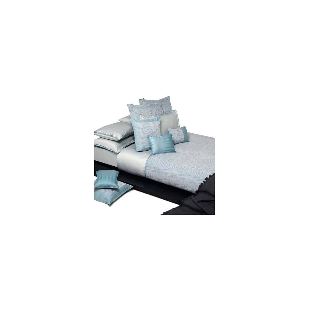 taies d 39 oreiller en coton bleu gris clair blue mood par. Black Bedroom Furniture Sets. Home Design Ideas