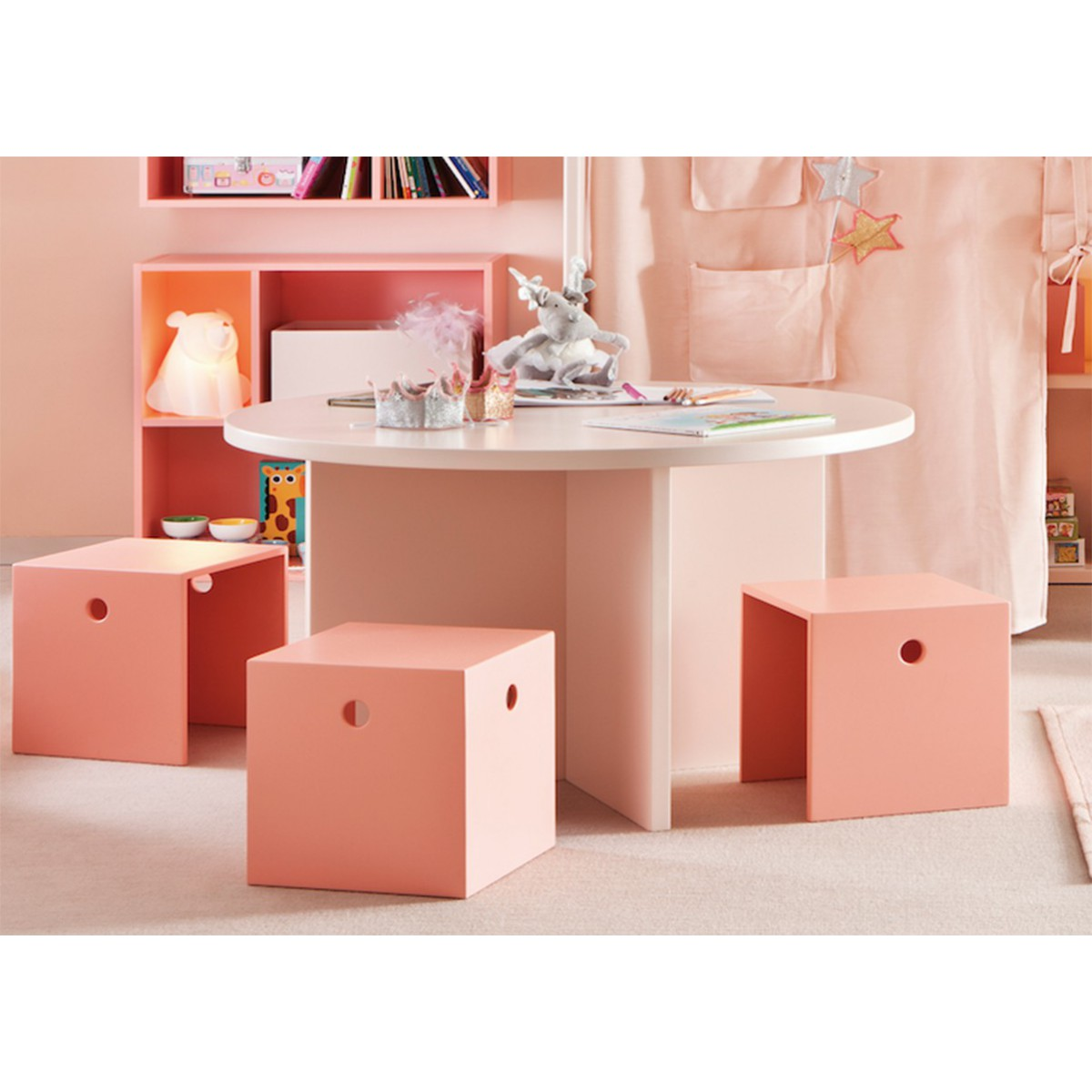 table design ronde pour enfants en mdf sign e asoral. Black Bedroom Furniture Sets. Home Design Ideas