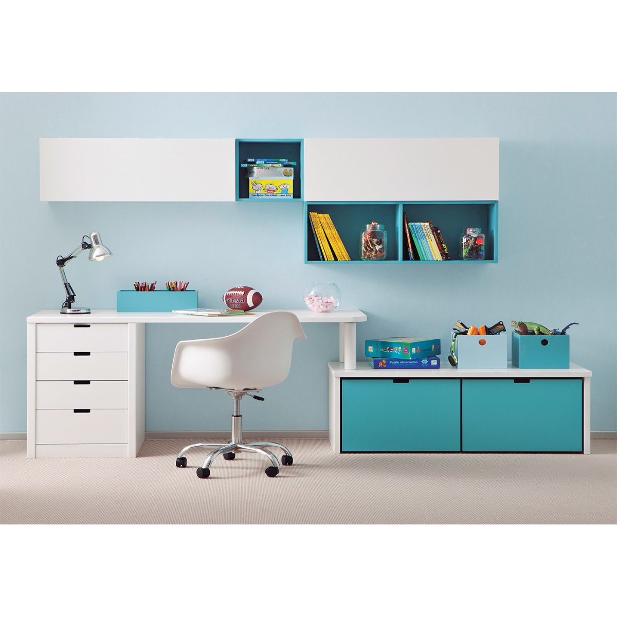 bureau complet pour enfants juniors avec divers rangements. Black Bedroom Furniture Sets. Home Design Ideas