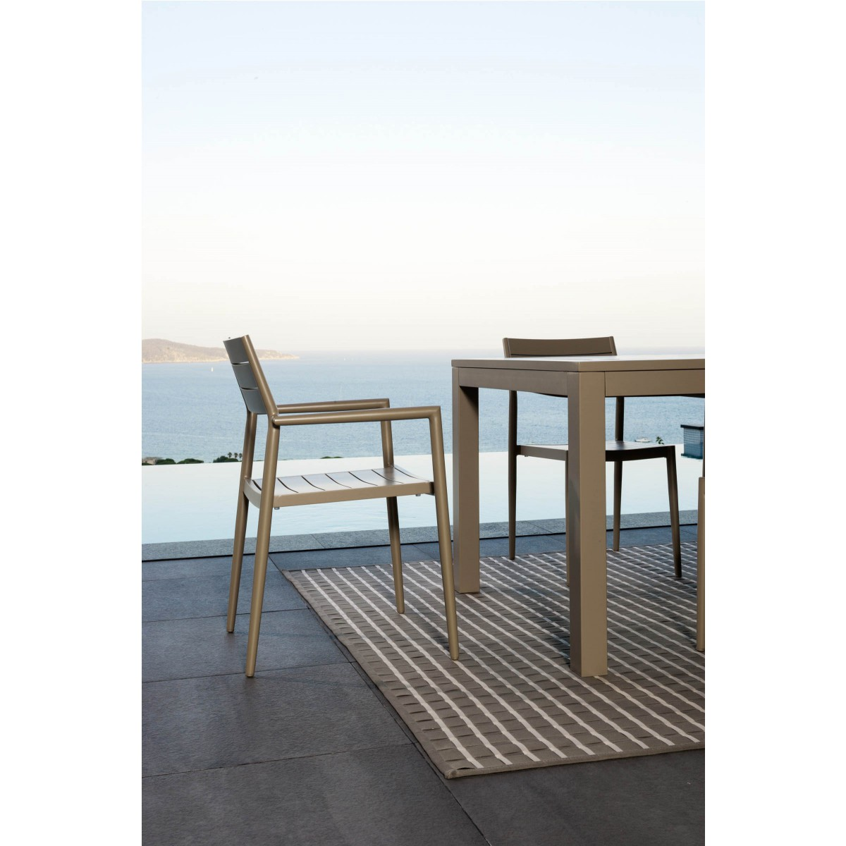 fauteuil de table outdoor elite par talenti. Black Bedroom Furniture Sets. Home Design Ideas