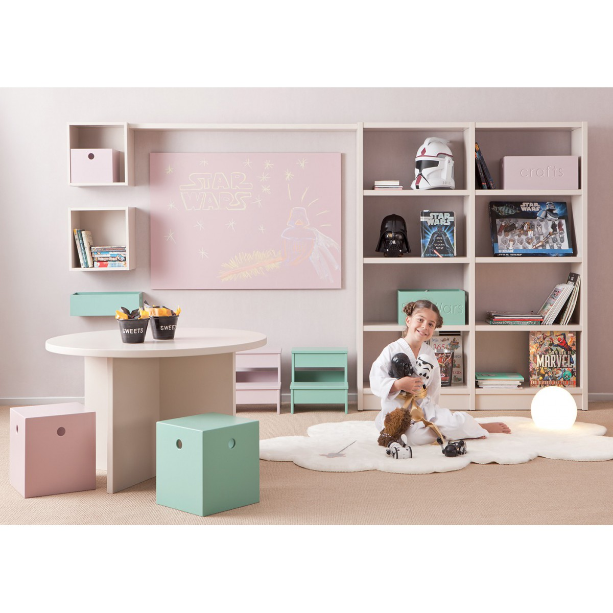 mobilier pour enfants de qualit et design sign asoral. Black Bedroom Furniture Sets. Home Design Ideas