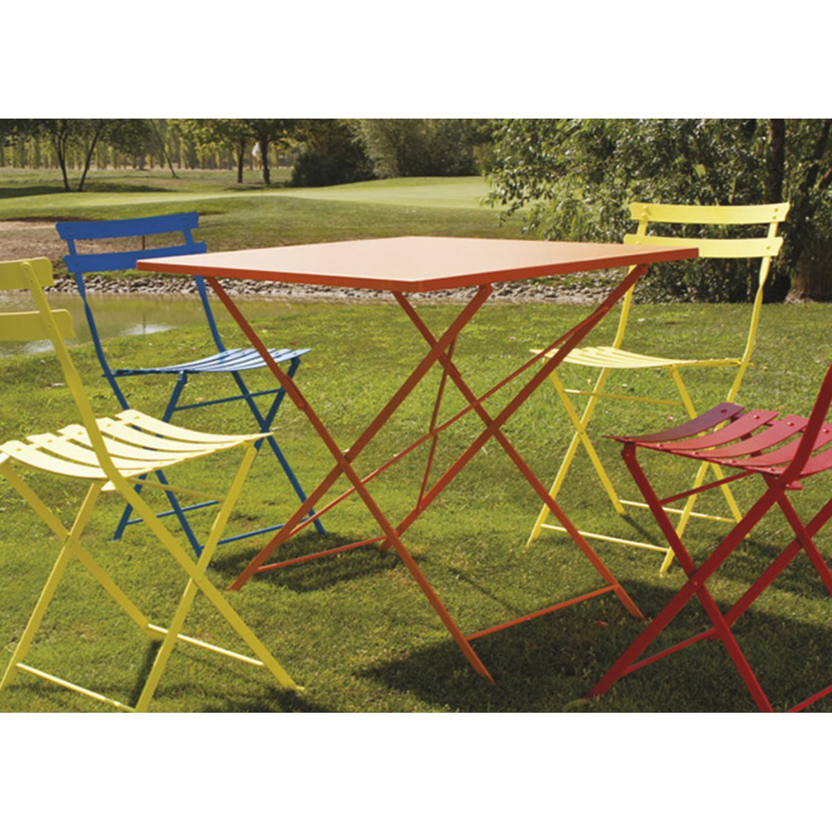 Table en acier color pour jardin ou cuisine pretty talenti for Table de terrasse pliante