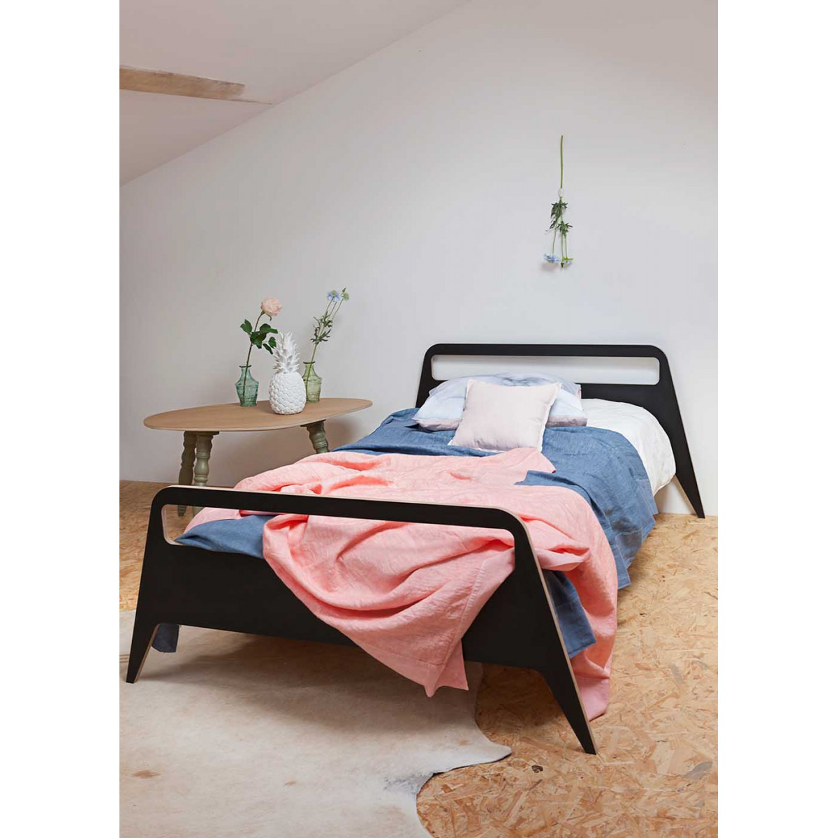 Lit moderne 1 ou 2 places travel par blomkal for Lit moderne