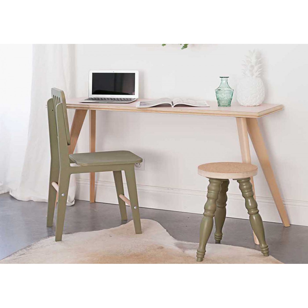 Console ou bureau en bois clair moderne et design flower for Table bureau design
