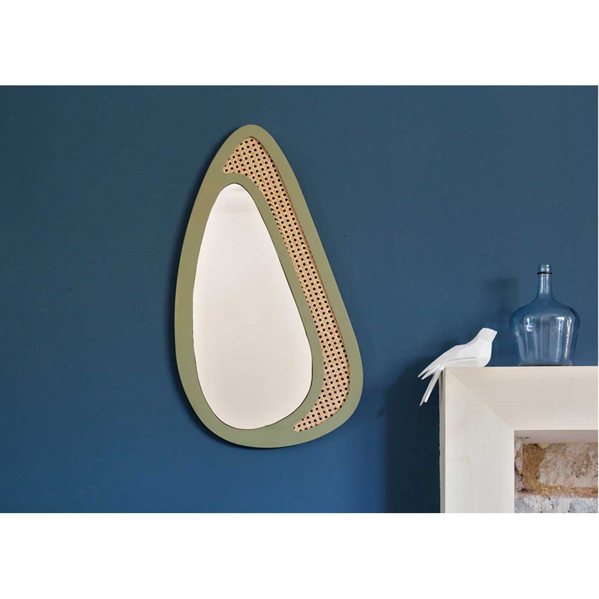 Miroir design scandinave en bois et rotin gustave sign for Miroir noir design