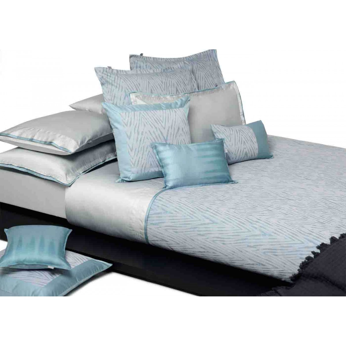drap housse en coton bleu gris blue mood par home concept. Black Bedroom Furniture Sets. Home Design Ideas