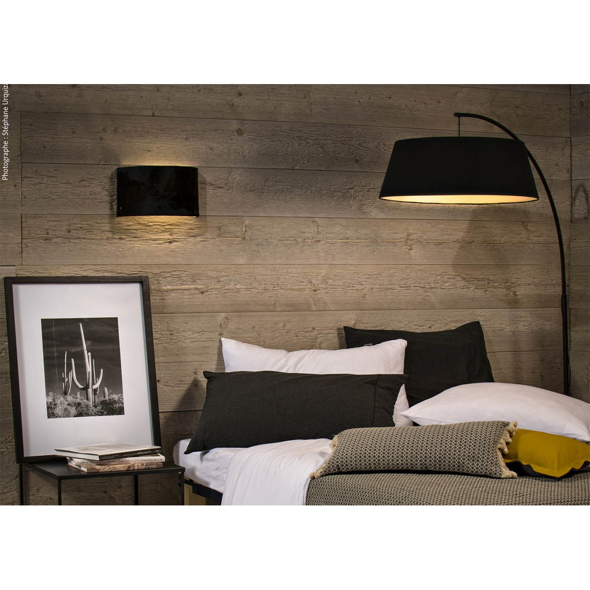 lampadaire arc et abat jour lin noir chez ksl living. Black Bedroom Furniture Sets. Home Design Ideas