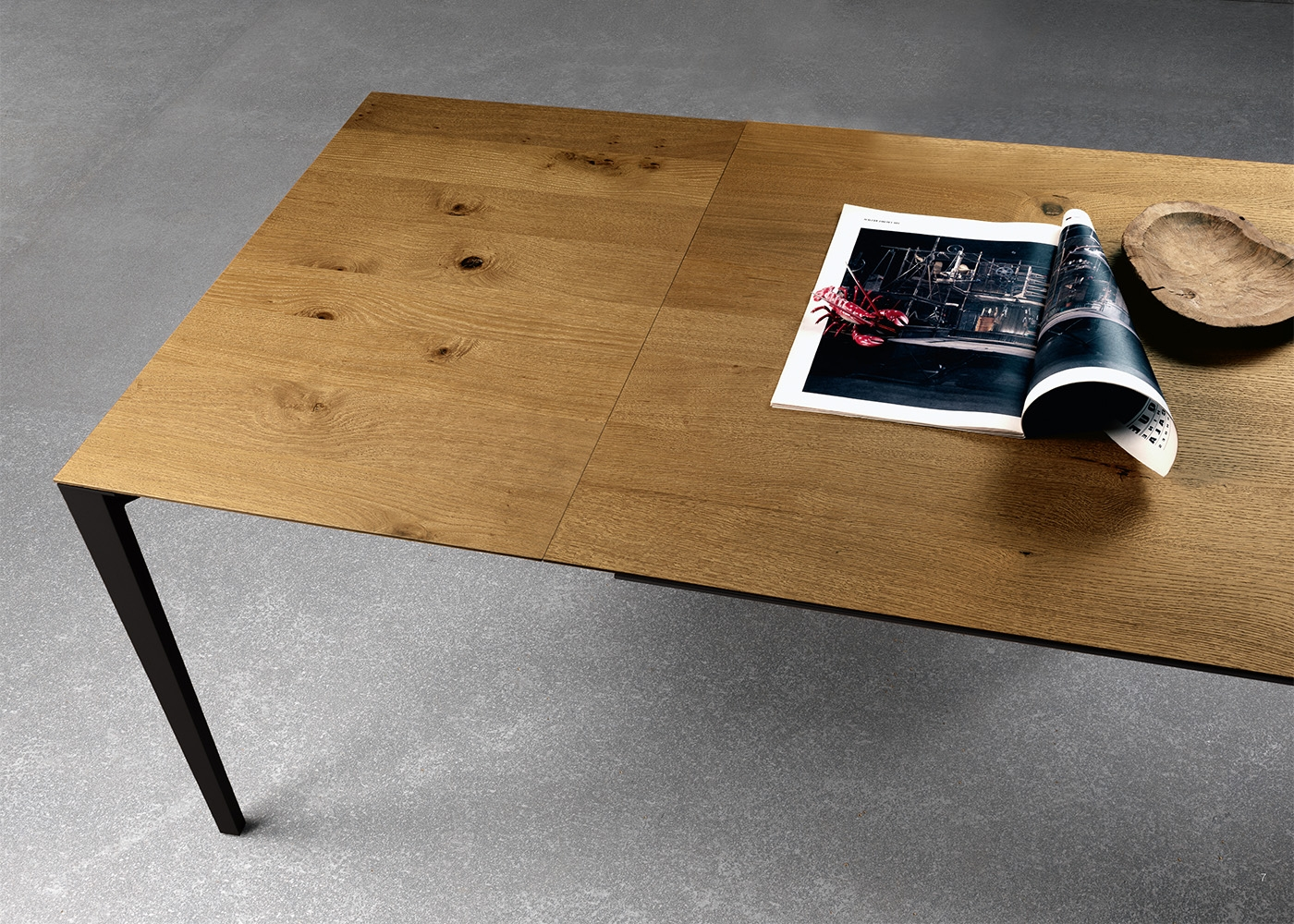 Table de repas en ch ne ou noyer au design sobre et for Table de salle a manger 220 cm