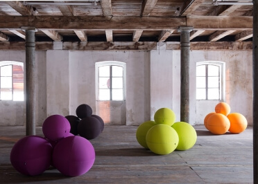 ASSISE ORIGINALE 3 PLACES COMPOSEE DE BALLES CONFORTABLES - 36 COULEURS - BALL MODULAR PAR LINA FURNITURE