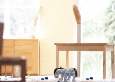 TABLE OU PETIT BUREAU ENFANT EN HETRE NATUREL - NILS PAR JANKURTZ