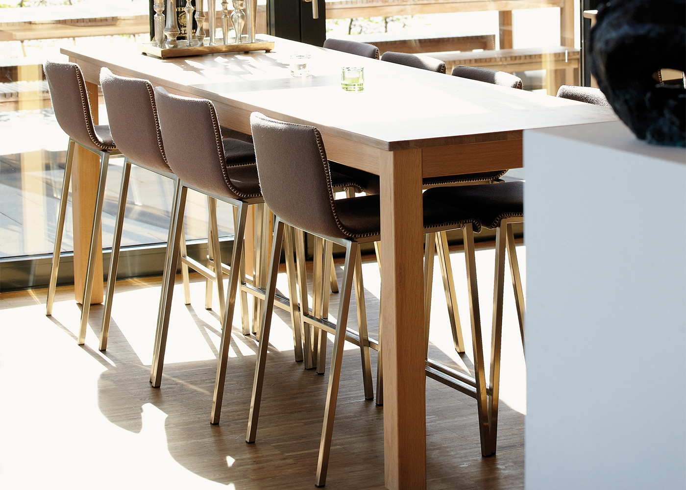 Table de bar ou mange debout en ch ne pas cher casa for Table haute design pas cher