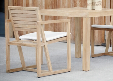 CHAISES DE TABLE EN TECK MASSIF VENDUES PAR 4 INTERIEUR EXTERIEUR - CHESTER PAR JANKURTZ