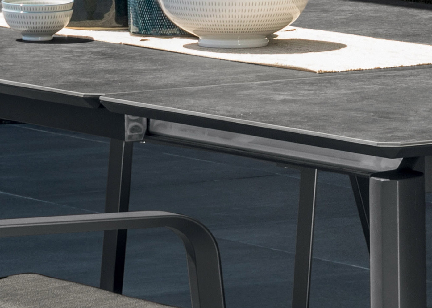 Table de d jeuner outdoor haut de gamme mlio par talenti - Table ceramique italie ...