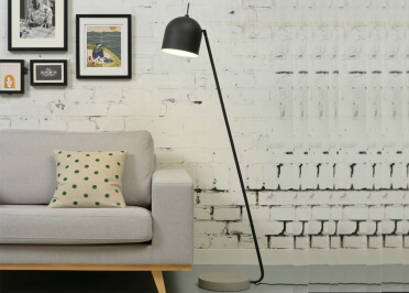 LAMPADAIRE LISEUSE EN METAL NOIR OU BLANC ET BASE BETON MADRID ITS ABOUT ROMY