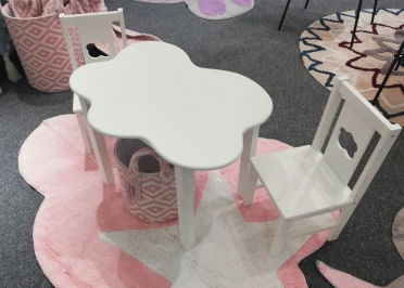 ENSEMBLE 1 TABLE + 2 CHAISES ENFANTS MOTIF NUAGE GRIS BLANC - CLOUD PAR ARATEXTIL