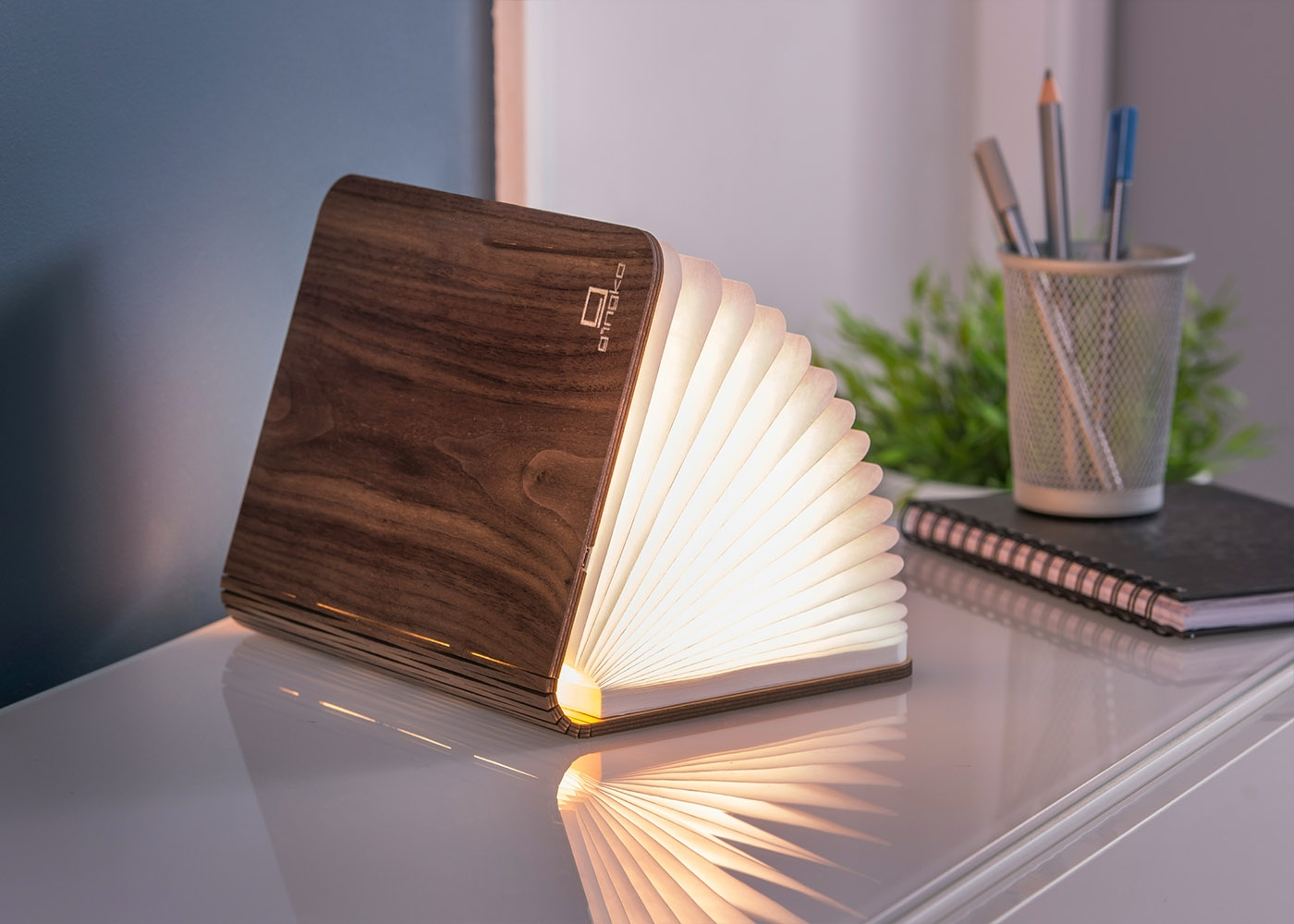 Lampe en forme de livre design book light par Gingko