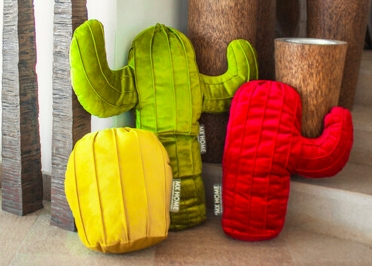 SET DE 2 OU 3 COUSSINS DECORATIFS FORME CACTUS 2 OU 3 PIECES EN VELOURS ROUGE VERT ET JAUNE - MX HOME