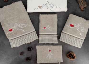 SERVIETTES INVITES 50X30 VENDUES PAR 4 - ROUGE GRIS OU TAUPE - NEW MOUNTAIN - CREATIONS LEONIE'S